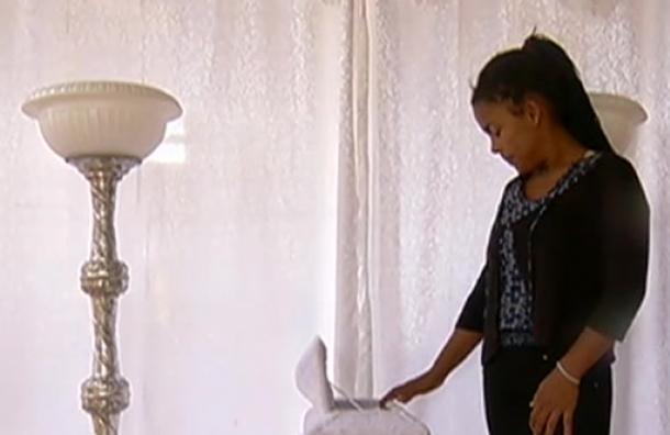 Piden ayuda para sepultar a bebé que murió a los días de haber nacido