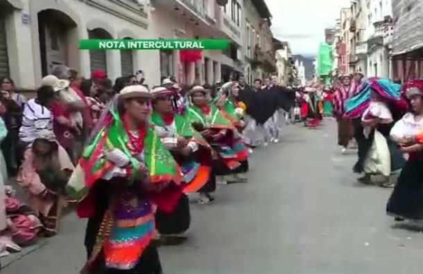 Masiva participación en Pase del Niño Viajero, en Cuenca